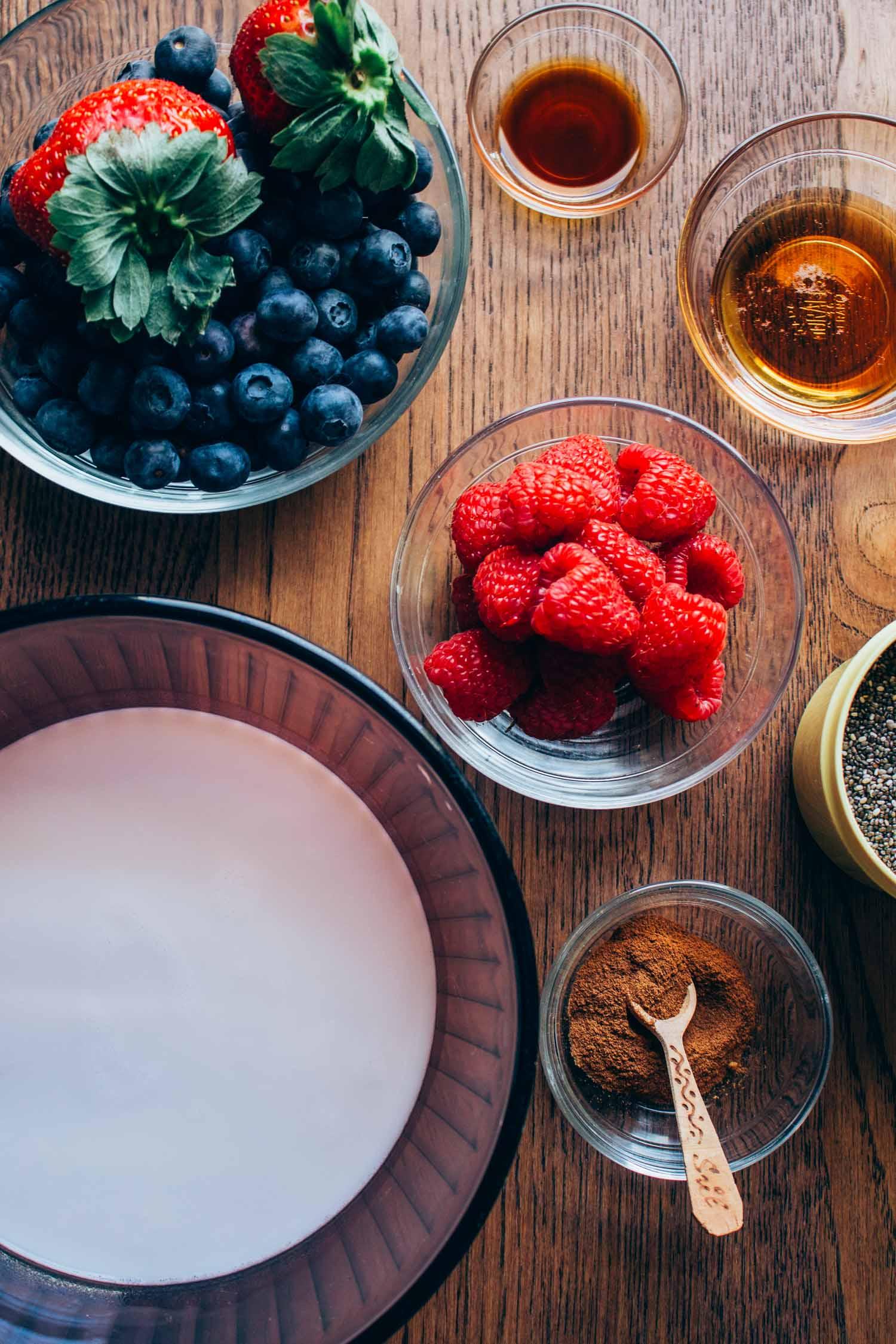 Berry Vanilla Chia Seed Pudding #vegan #breakfast #bowl