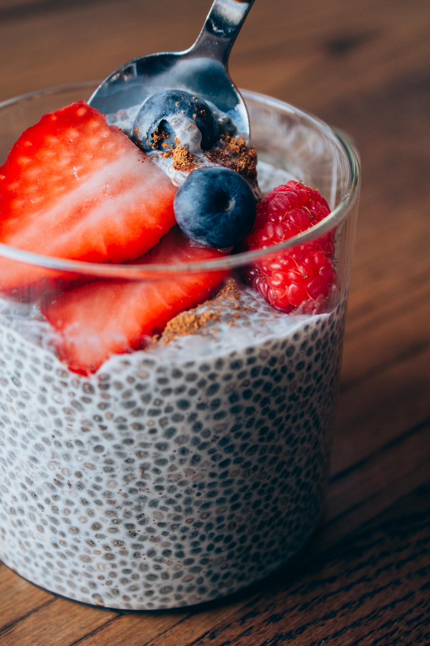 Berry Vanilla Chia Seed Pudding #raw #recipes #nocook #1bowl
