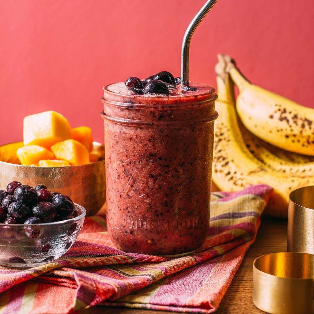 Raw Blueberry Mango Banana Smoothie | Veeg