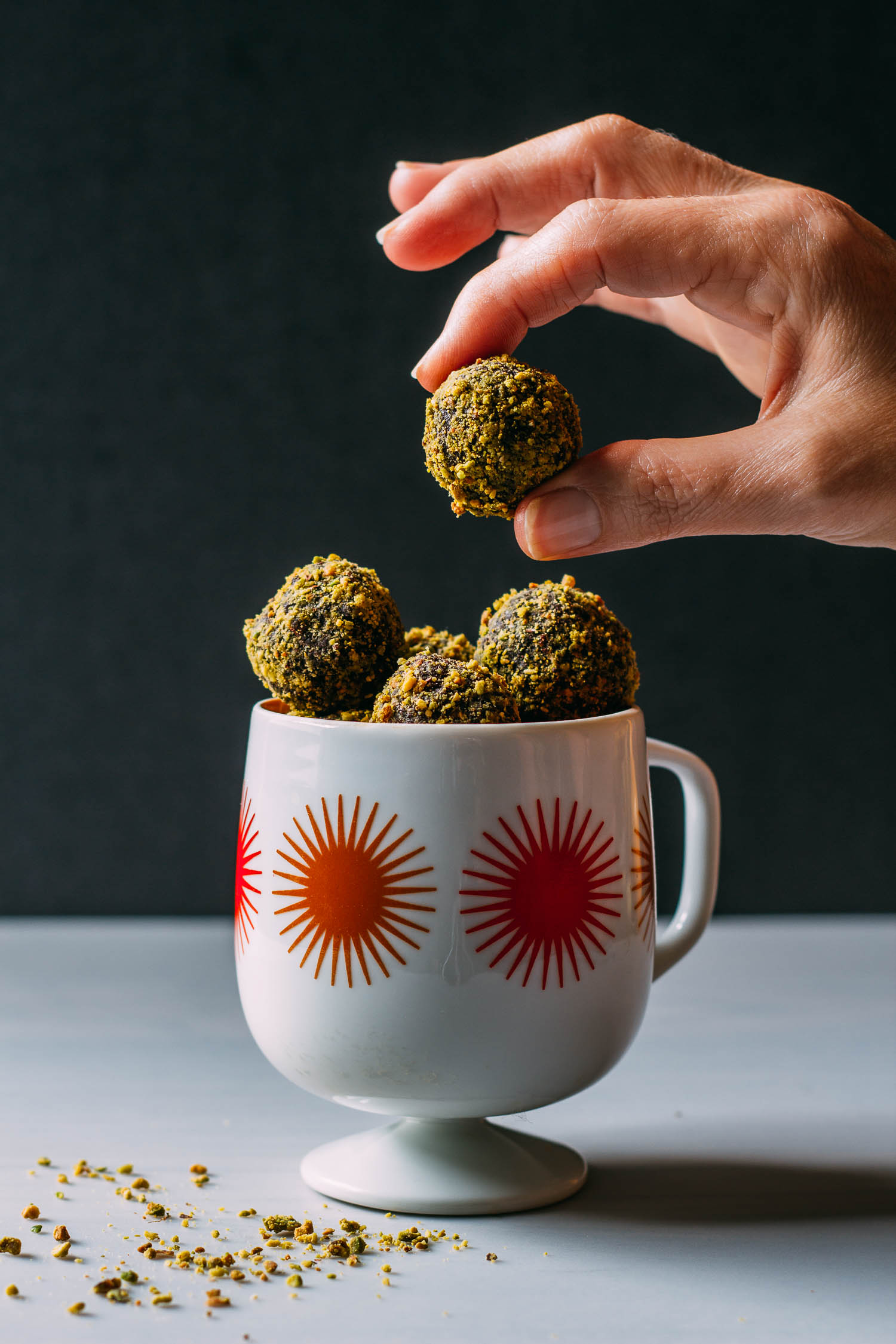 Date-Sweetened Chocolate Pistachio Bites #cacao #brownie #truffle #beginner
