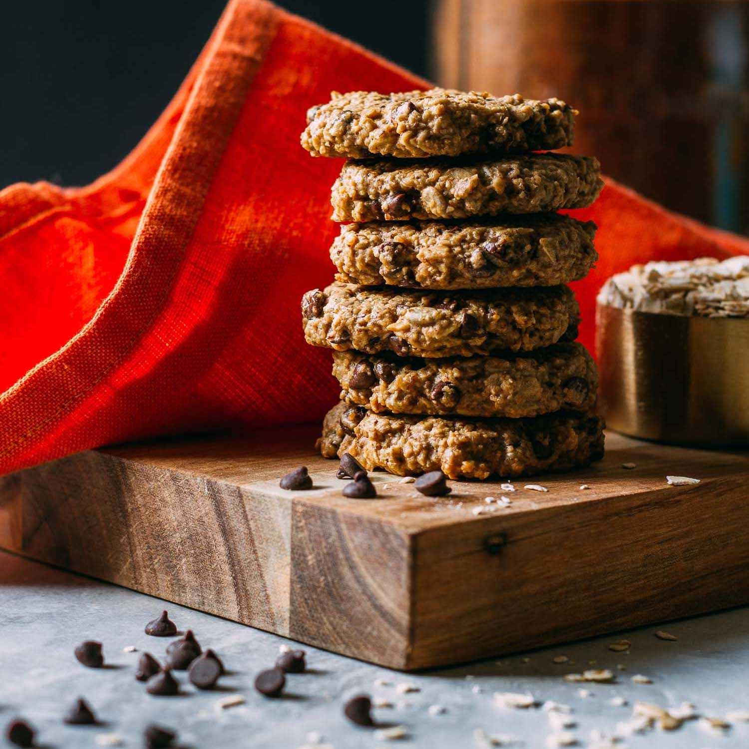 Chewy Chocolate Chip Oatmeal Cookies #harvest #cookies #recipe #nut-free #nondairy #dessert #snack #sweets | Veeg