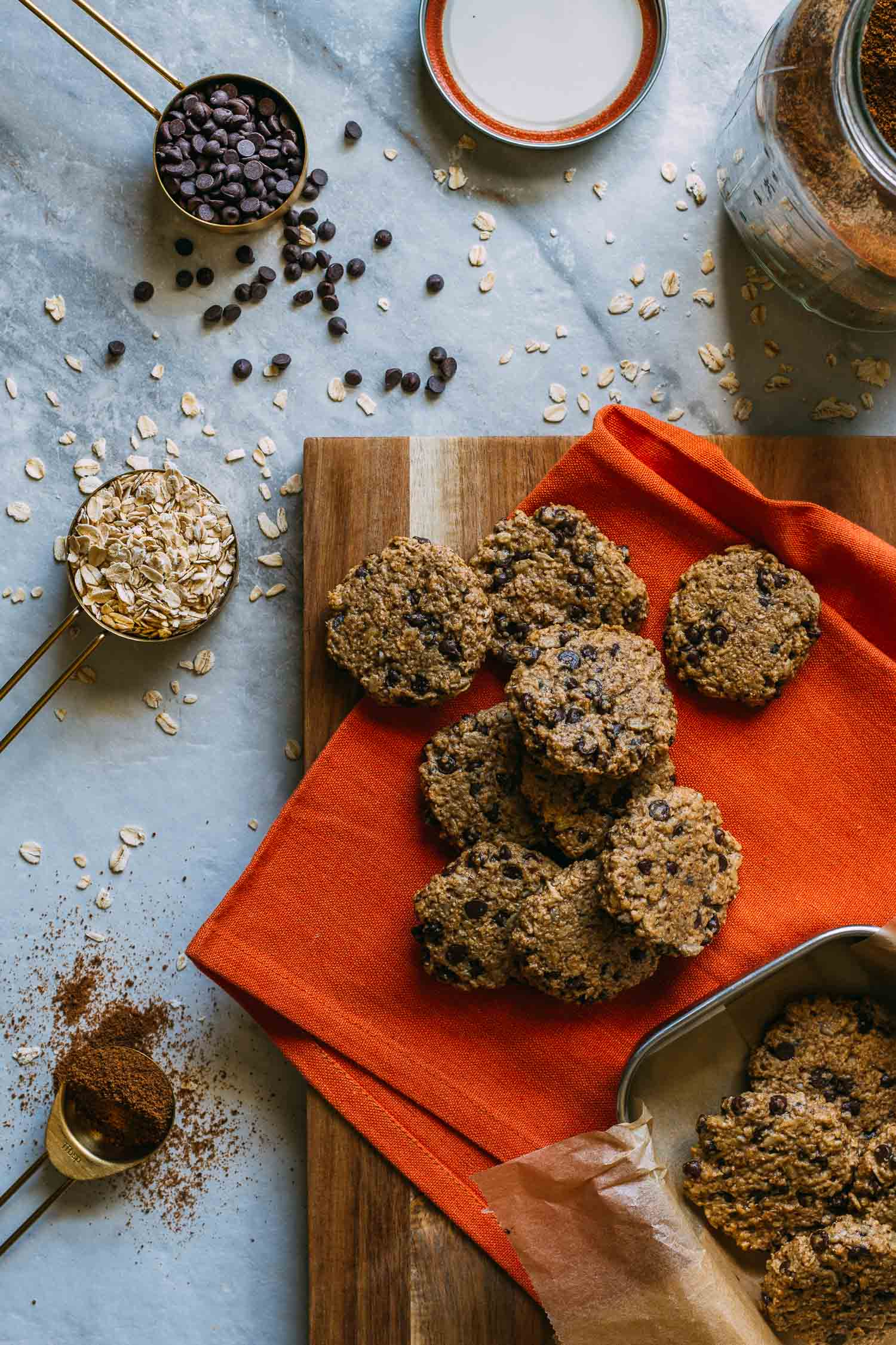 Chewy Chocolate Chip Oatmeal Cookies #tahini #oatmeal #sunflower #seeds #chocolate #chips #healthy #treat #cardamom