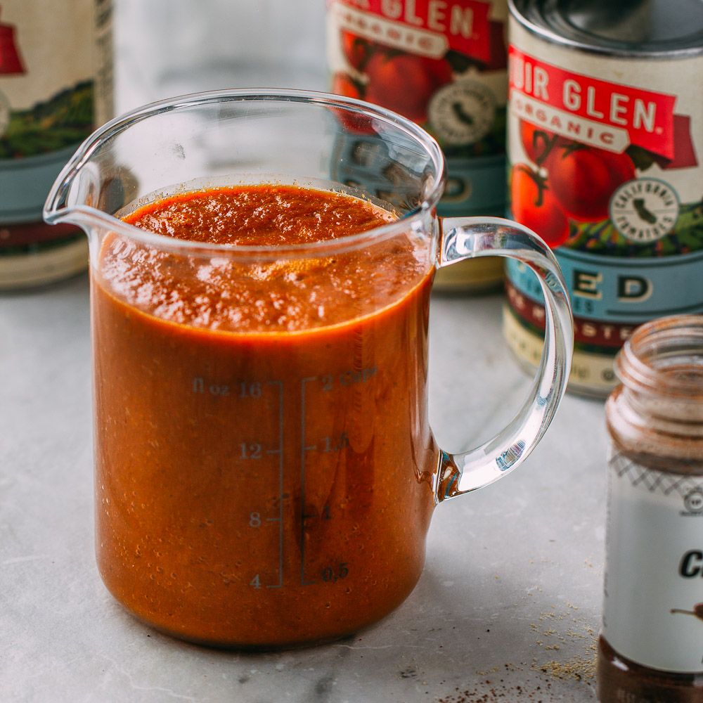 5-Minute Blender Enchilada Sauce #enchilada #sauce #recipe #vitamix #cleaneating #diet #eat #healthy #food #pescetarian #vegan #vegetarian #blender #recipes #veggie #dairyfree #plantbased #glutenfree #eatclean #sugarfree #oilfree #wfpb #wfpbno #fok #mcdougall #Mexican #food #texmex #chipotle #jalapeno #chili #paprika #smokedpaprika #spicy | Veeg