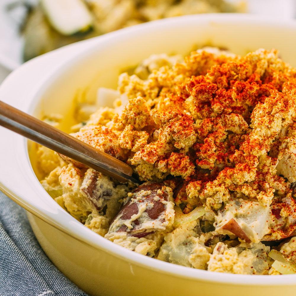 Mama's Vegan Southern Style Potato Salad #potato #salad #vegan #side #main #bbq #picnic #southern #comfortfood #cookout #glutenfree #dairyfree #summer #tailgating #potluck #recipe #potatoes #onion #celery #pickles #mustard #veganmayonnaise #veganmayo #wfpb #oilfree #wfpbno | Veeg