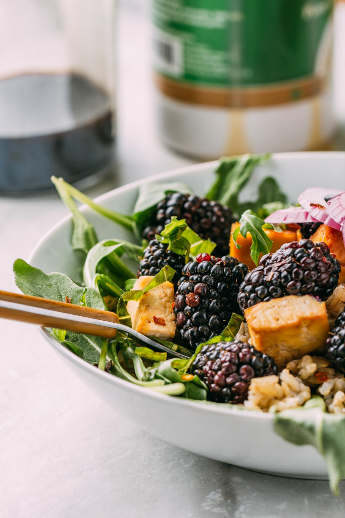 Blackberry Basil Bowl with Balsamic Dressing #plantbased #vegan #vegetarian #recipe #blackberry #basil #bowl #balsamic #oilfree #dressing #rice #glutenfree #wfpb #cleaneating #wfpbno #tofu #arugula #tahini #salad