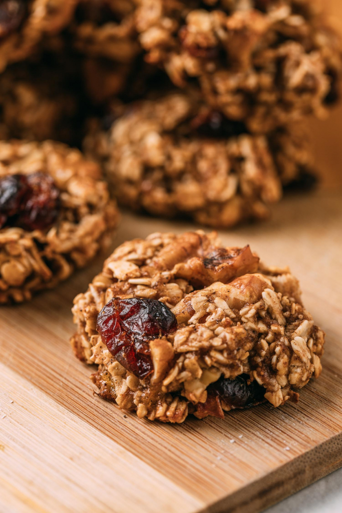 Oatmeal Cookies with Bananas Cranberries & Walnuts #plantbased #cookie #recipe #recipes #cookies #oatmeal #walnuts #cranberries #bananas #vegan #glutenfree #oilfree #wfpb #wfpbno #fok #dessert #snack #baked #kidfriendly